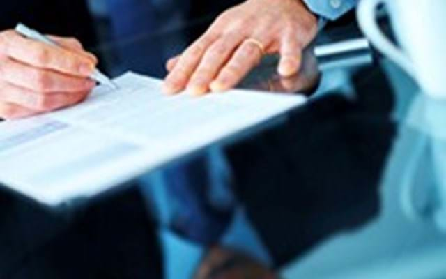Who can sign a corporate lease in Sweden?